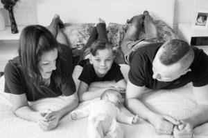 Sesja noworodkowa Szymonka w domu (13 of 28)